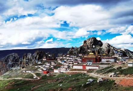 孜珠寺--有着3000年历史的苯教寺院,来到这里都会为这古老雄伟的寺院而震撼到
